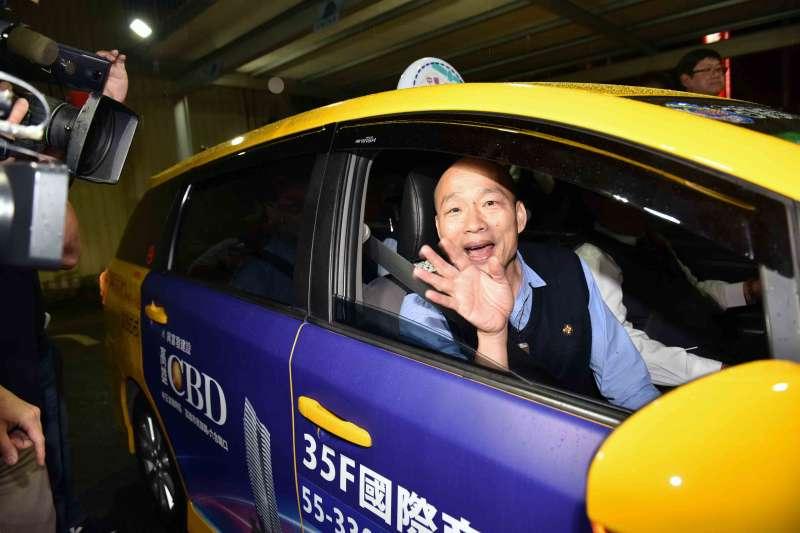 高雄市長韓國瑜5日與計程車司機進行座談,當晚並夜宿計程車司機段金成家中。(高雄市政府提供)