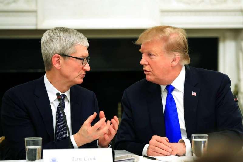 「總統先生,我不叫『蘋果』,我是庫克啦。」(設計對白,美聯社)