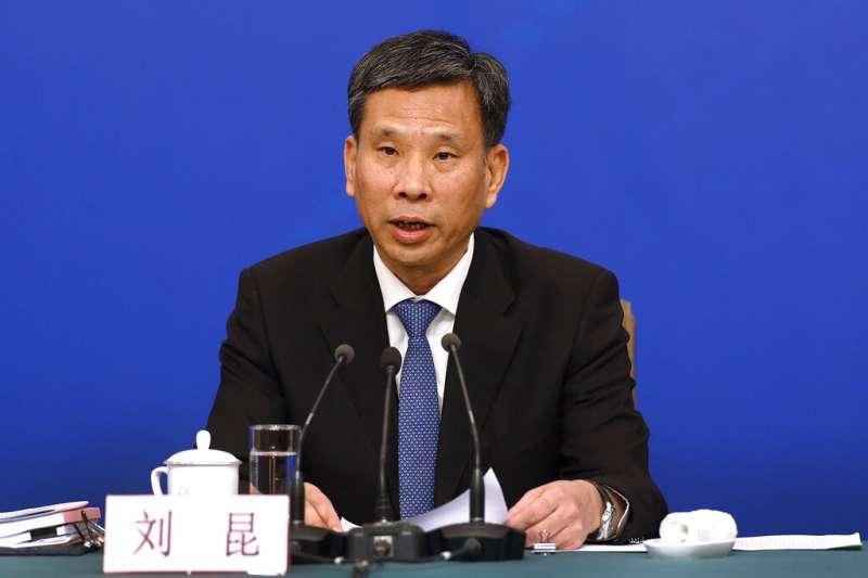 中國兩會進行中,七日邀請中國財政部長劉昆回答政策問題。(美聯社)