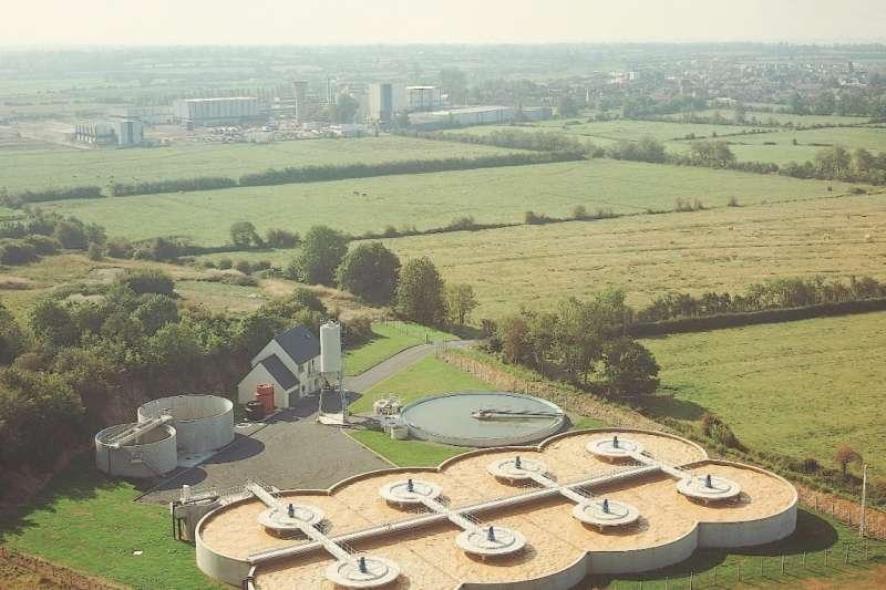 日照充足的法國AOP AOC專區 (產地限制認證) ISIGNY工廠,是佑爾康合作廠商(圖/佑爾康)