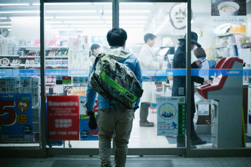 當台灣的便利商店還沒有那麼便利的時候,我們心中若有對一間美好的便利商店形象,應該都是從日本而來的。(圖/Dick Thomas Johnson@flickr)