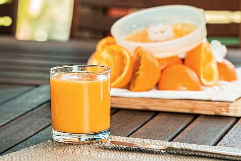 柑橘類果汁,真有這麼神奇的效果,能將難纏的體內結石,一掃而空嗎?且聽專業營養師怎麼說!(圖片取自Pixabay)