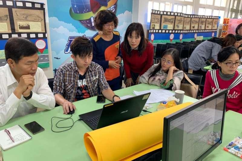 台中市教育局到校進行新課綱到校客製化培力服務。(圖/臺中市政府提供)