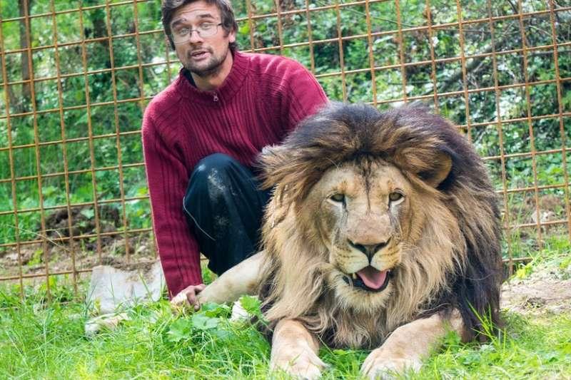 普拉謝克當年曾與有關當局就飼養獅子而引起紛爭。(BBC中文網)