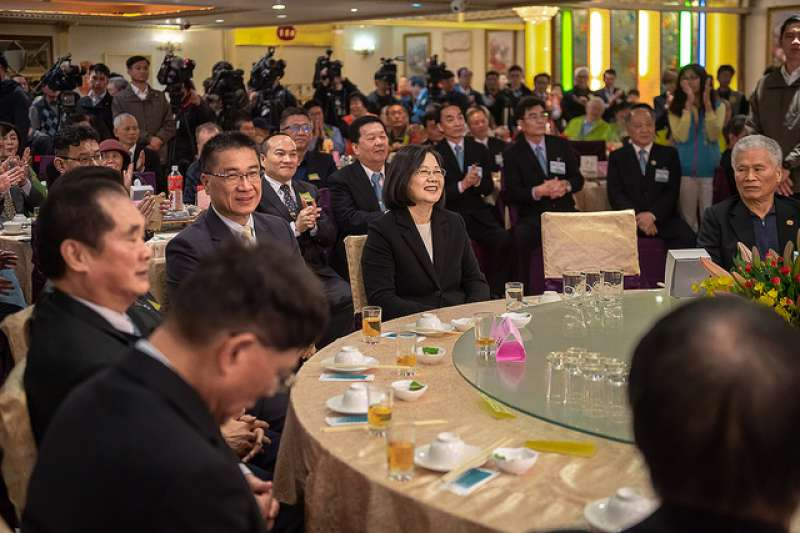 總統蔡英文出席雲林同鄉總會春酒聯誼餐會時稱讚,雲林人在各行各業都有很傑出的人才,極具影響力。(總統府提供)