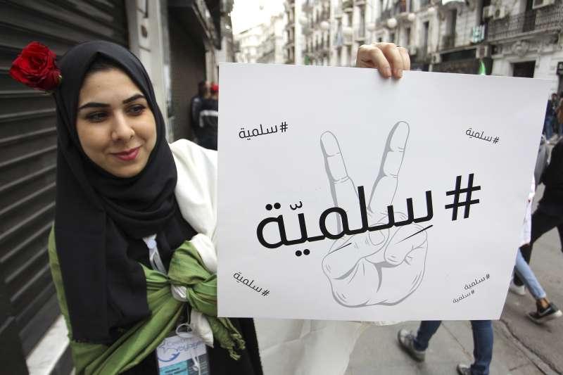 阿爾及利亞年老體衰的總統布特佛利卡(Abdelaziz Bouteflika)試圖連任,引發民眾抗議(AP)
