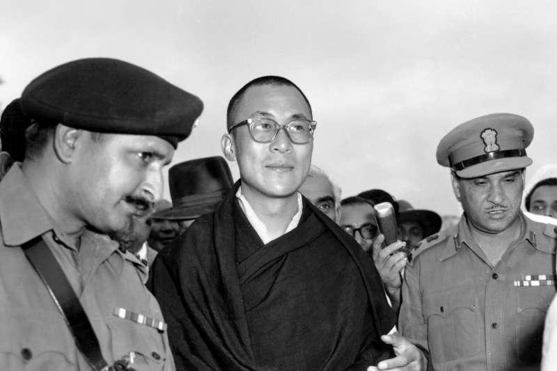 西藏最高精神領袖達賴喇嘛,攝於1959年,印度(AP)
