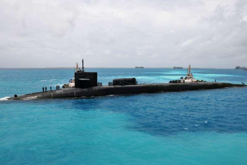 2011年,美國海軍戰艦喬治亞號準備在地牙哥加西亞島基地停泊(翻攝自U.S. Navy)