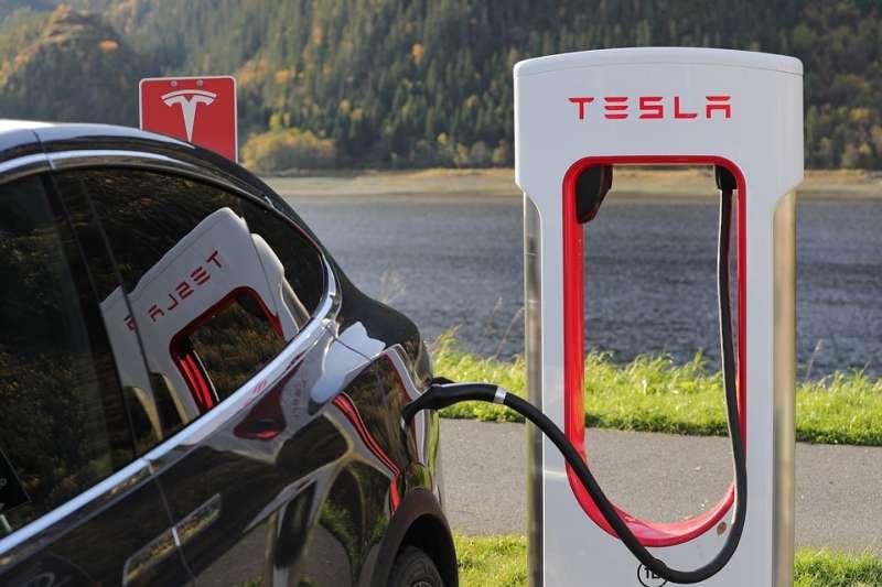 只要有5%的車主換成了電動車,這樣就有390,000台電動車,這一瞬間的電力需求就是624萬瓩。(示意圖/ Blomst @pixabay)