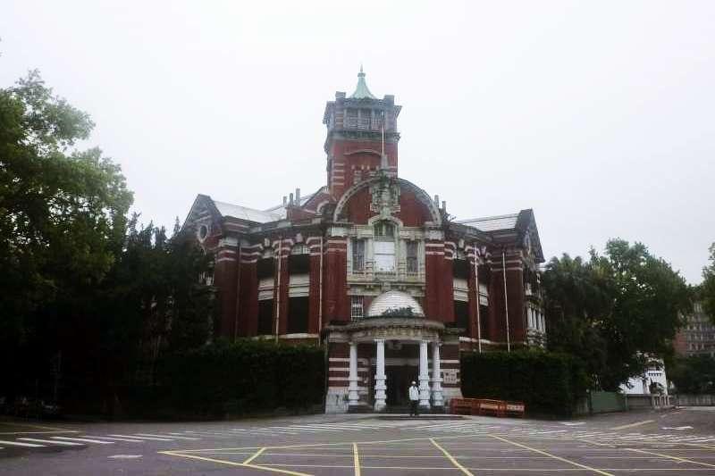 落成於1922年的台灣總督府專賣局。(圖/想想論壇提供 攝影:根羽屋)