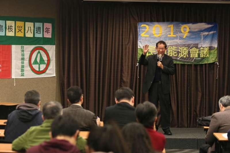 參加反核團體的集會,李遠哲只能重申碳排與暖化的嚴重性。(柯承惠攝)