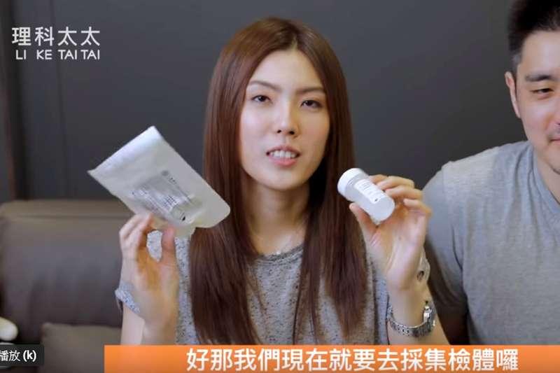 理科太太在影片中,先介紹子宮頸癌,再拿出一組篩檢產品,教導如何使用。因出現醫療器材代理公司和產品,可達到招攬生意目的,恐涉及廣告。(翻攝youtube「理科太太 Li Ke Tai Tai」頻道)