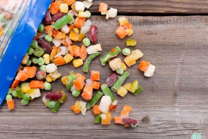 冷凍蔬菜透過殺菁及急速冷凍技術,可以使營養成分有效被保留下來,其營養價值可能不遜於不新鮮或是市售冷藏的蔬菜。(圖/食力foodNEXT提供)