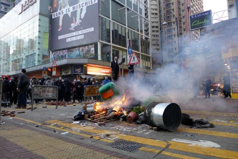 作者直言,在高度自治逐步壓縮的情況下,香港的司法系統在北京的重壓下越見制肘,人權的保障亦岌岌可危。(資料照,維基百科)