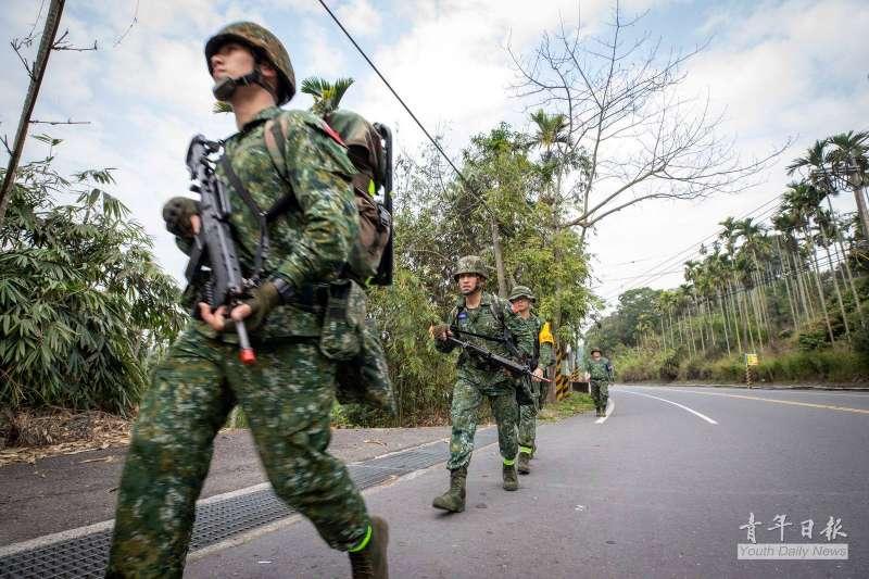 20190314-陸軍特戰指揮部特4營13日展開為期20天、總距離500公里的「濱海城鎮要地行軍訓練」。(取自青年日報社)