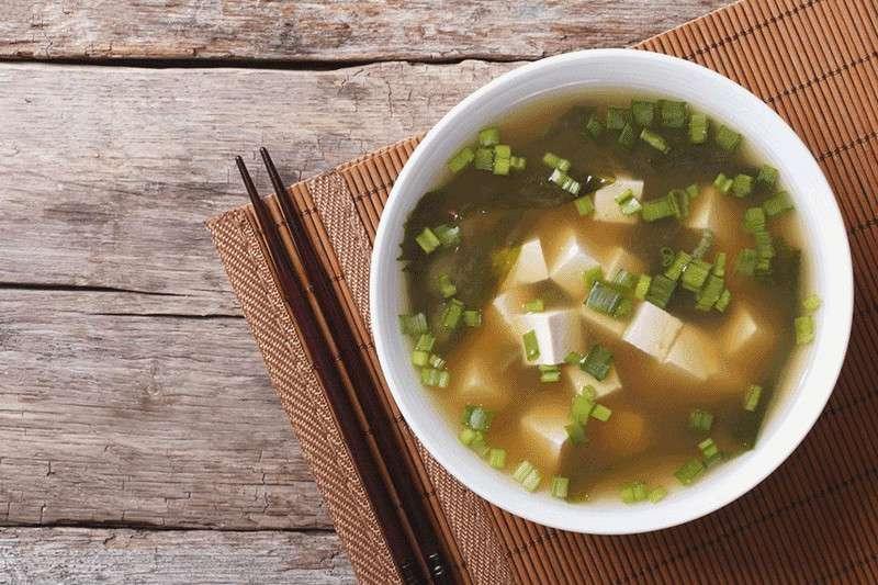 味噌含有豐富蛋白質,在酵素的作用之下,分解成較小的營養分子,更易為人體吸收。(圖/華人健康網提供)