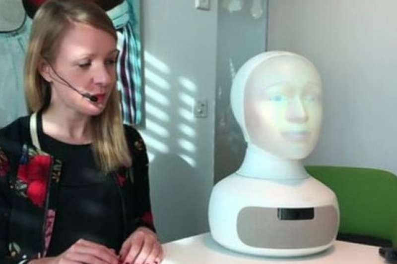 瑞典專門為招聘而設計的機器人Tengai。(BBC中文網)