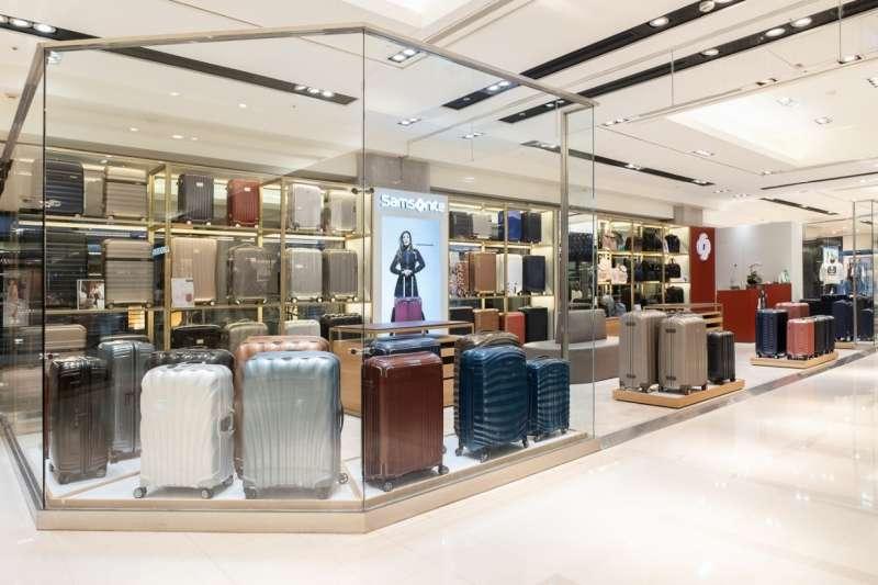 Samsonite全球新店型發表,承襲簡約低調品味風格,營造明亮舒適放鬆的購物空間與氛圍。(圖/ Samsonite)