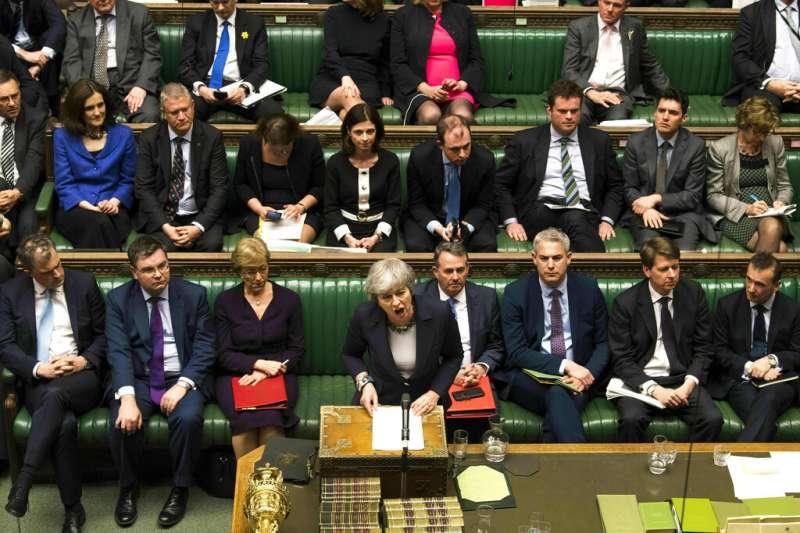 英國首相梅伊連續第三天面對表決硬仗。(美聯社)