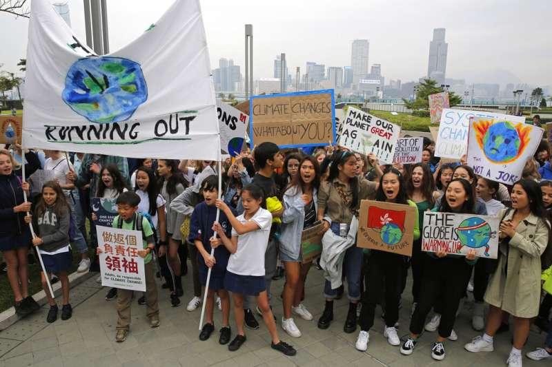 香港青少年上街響應罷課運動。(AP)