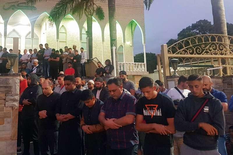 紐西蘭15日發生清真寺大屠殺,鄰國澳洲新南威爾斯州的穆斯林也為其哀悼。(美聯社)