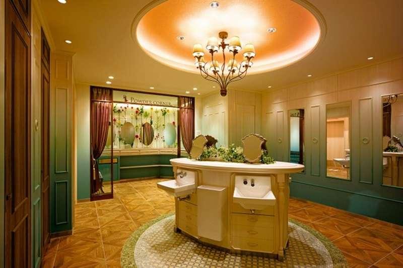福岡的天神地下街廁所以「法國王妃的別墅」為設計概念。(圖/潮日本提供)