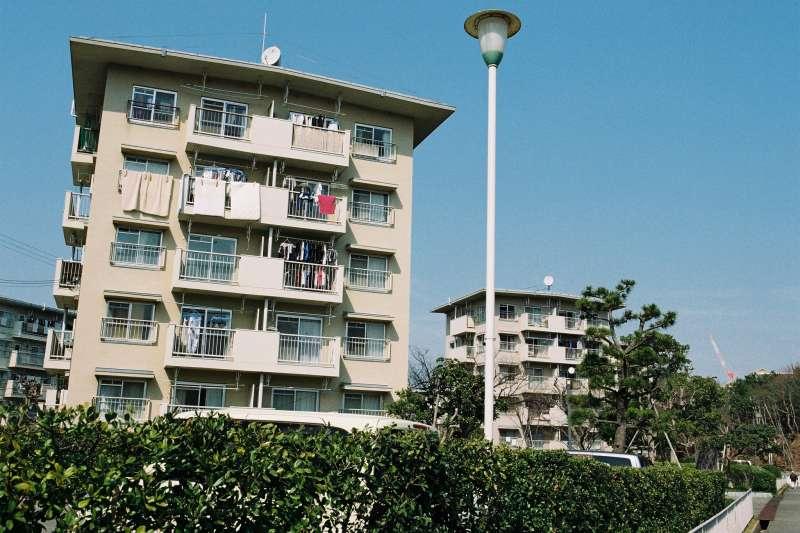 房產專家Sway提醒,在日本開民宿,得過「課稅重」、「獲利低」以及「供過於求」三個關卡。(圖/取自youtube)