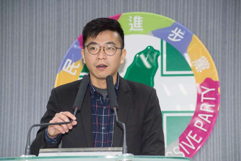 民眾響應「要疫苗」撞傷警員 民進黨要求江啟臣道歉-風傳媒