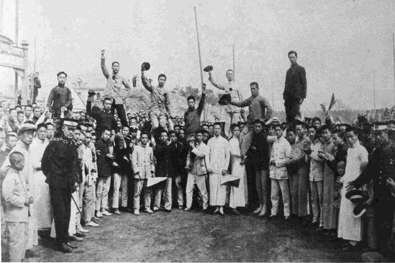 五四運動,被拘留之北京高師愛國學生返校(維基百科.公有領域)