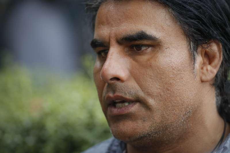 2019年3月15日,紐西蘭基督城兩座清真寺遭到白人至上主義者恐怖攻擊,一位48歲的阿富汗男子艾濟之(Abdul Aziz)挺身而出(AP)