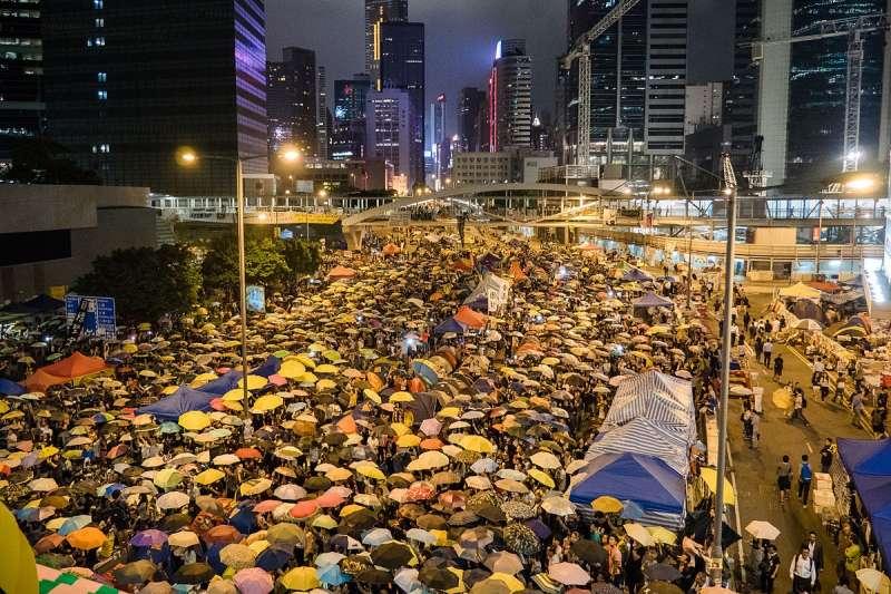 為期79天的「雨傘革命」是香港極為重要的社會運動。(取自維基百科)