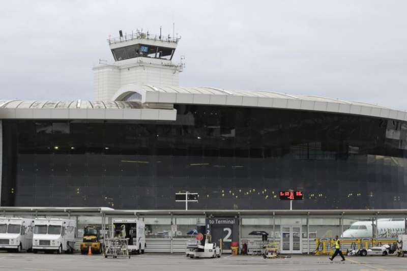 美國西雅圖塔科馬國際機場。前美國國防情報局僱員羅恩·羅克韋爾·漢森2018年在這裡轉機前往中國時被逮捕(VOA)