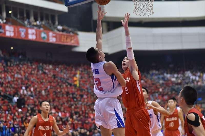林彥廷在冠軍戰貢獻24分18籃板的成績,幫助能仁逆轉封王。 (王永志攝)