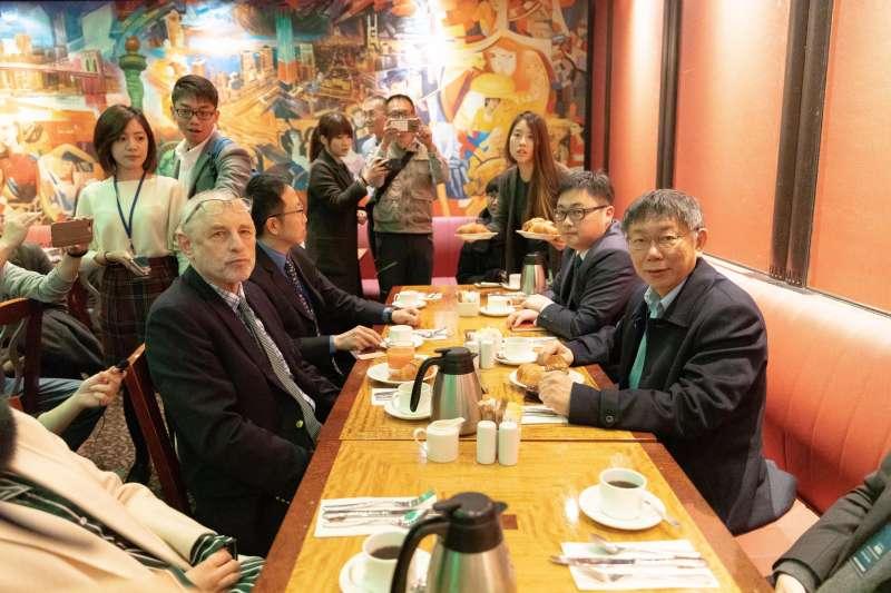 台北市長柯文哲和哥倫比亞大學教授黎安友早餐會,黎安友說華府會認為柯文哲參選總統「OK」。(取自台北市政府網站)