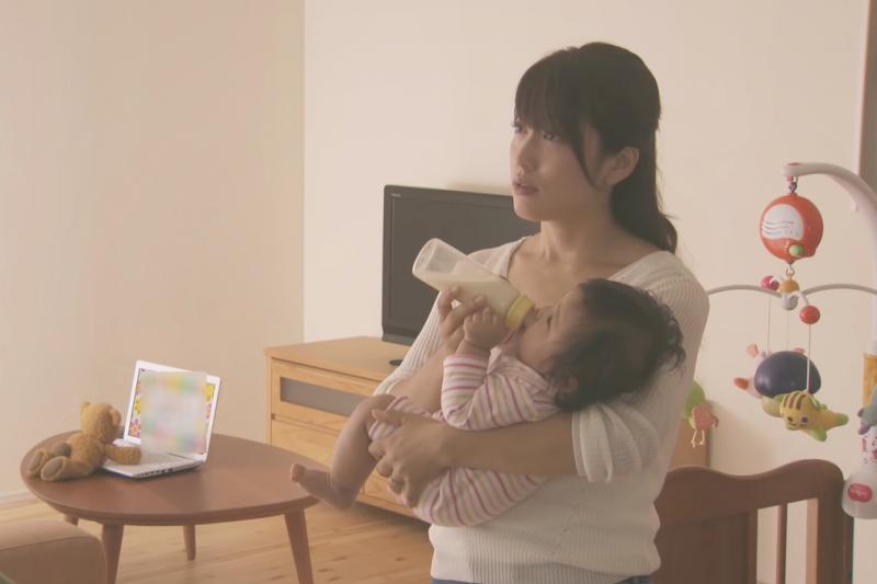 家裡有嬰兒,裝潢多用點心思就能讓新手父母更省時省力。(圖/取自youtube)
