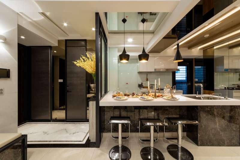 多功能宴會廳具備完整烹飪設備,可以做為社區烹飪教室。(圖/柯承惠攝)