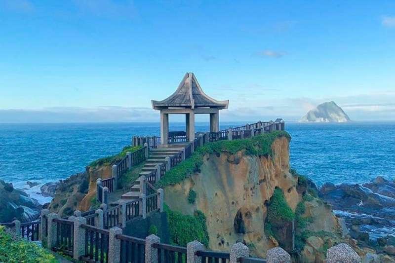 和平島濱海公園,因擁有獨特的海蝕地形,讓島上充滿著像是海蝕洞、豆腐岩、蕈狀岩等奇特的自然景觀。(圖/sensheng_design@ig|台灣旅行小幫手)