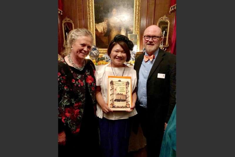 台灣果醬女王柯亞(中)以台灣在地食材製作的「橙花金棗黃檸檬果醬」奪得世界柑橘類果醬大賽雙金大獎。(圖取自facebook.com/keyajam)
