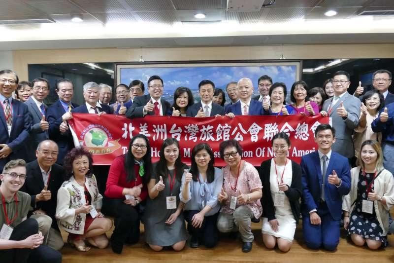 北美洲台灣旅館公會聯合總會拜會高雄市議會,尋求觀光與旅館的投資商機。(圖/徐炳文攝)