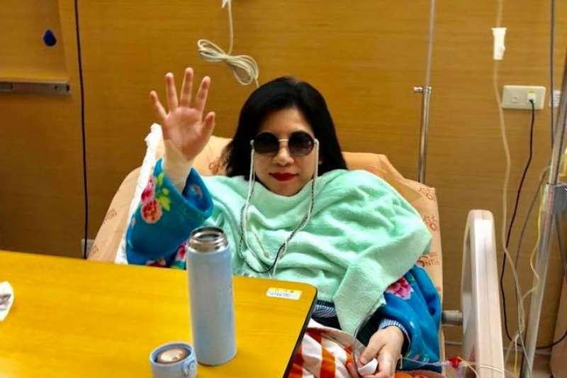 日前陳文茜證實罹患肺腺癌,18日晚間於臉書表示手術已順利完成,並在文中感謝施明德一家的照顧,並感嘆20年的友情可貴。(取自文茜的世界周報 Sisy