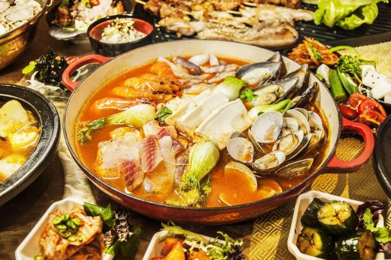 海味撲鼻「韓式海鮮鍋」。(圖/福容大飯店提供)