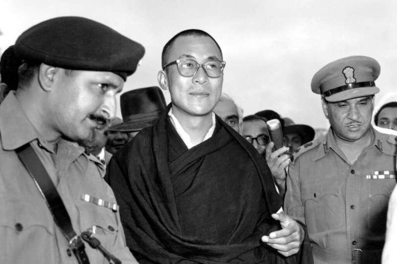 達賴喇嘛1959年4月抵達印度,成功逃出西藏,但自此他一甲子都沒有能再回到拉薩。(美聯社)