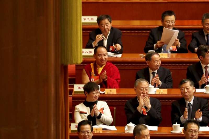 由北京政府認定並冊立的第十一世班禪確吉傑布,在人民大會堂參加中國人民政治協商會議。(美聯社)