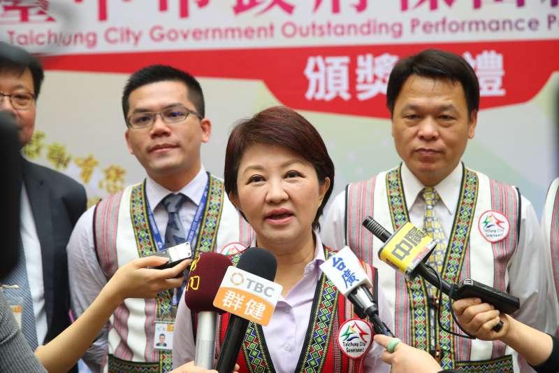 台中市長盧秀燕20日出席台中市第一季傑出績優人士聯合頒獎典禮,會後接受媒體訪問。(取自台中市政府網站)