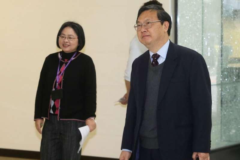 在檢察界風評極佳的台中地檢署檢察長陳宏達(右)曾申請轉任法官,最後被挽留成功。(柯承惠攝)