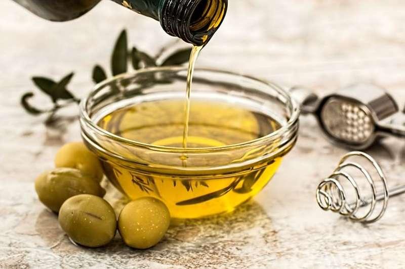 橄欖油.沙拉油.植物油.不飽和脂肪酸(圖/pixabay)https://reurl.cc/lQ4kl