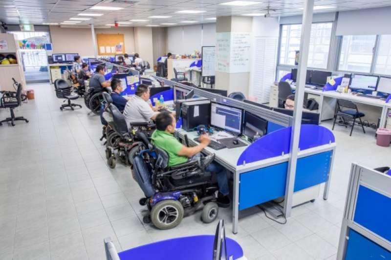 力晶科技應進用身心障礙者49人,實際進用25人,不足進用24人,該公司從107年5月起已連9個月居首。圖為身障者工作示意圖。(資料照,數位時代提供)