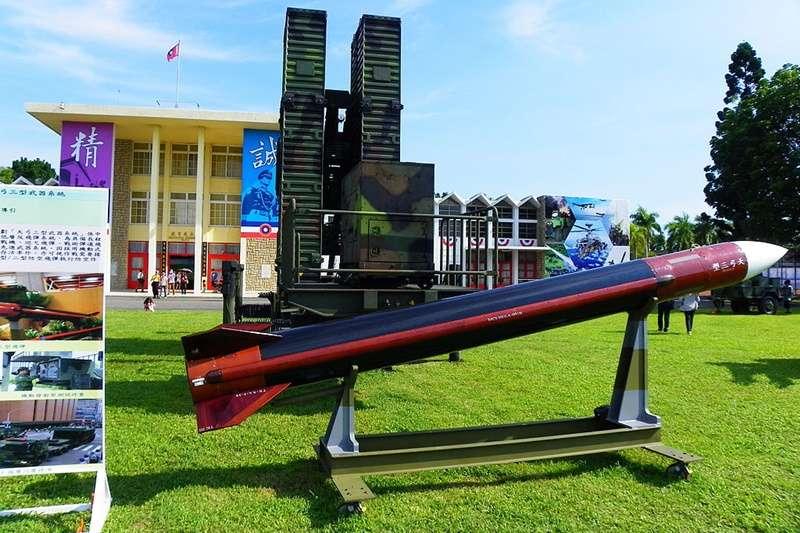 台灣的防空飛彈(地對空飛彈)密度高嗎?(圖為天弓三型/維基百科)