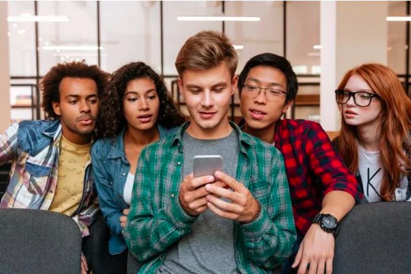 上有政策下有對策!在父母和老師的管制下,美國青少年愛用在線協作文檔工具Google Doc 上課「傳紙條」,比社交軟體更隱密、很難被發現。(圖/愛范兒提供)