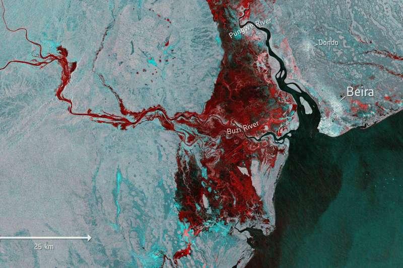 圖中紅色區域為莫三比克因河水暴漲新形成的內陸湖。(AP)